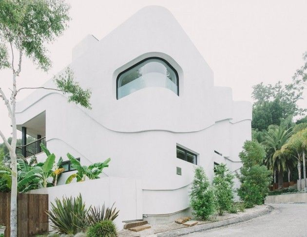 Green Greenberg Green House Is Located In Los Angeles, California, And Was  Designed By New Theme. The Home, With Its Futuristic Facade And Modern  Interior,