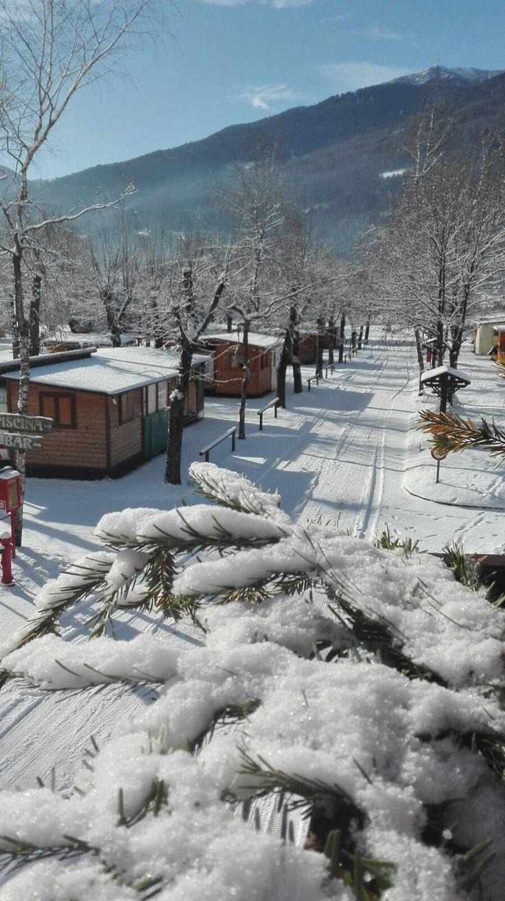 Si è fatta un pò attendere, ma finalmente è arrivata la neve..e subito una stupenda giornata di sole per godercela 😍✳✳ ⛄⛄ Noi vi aspettiamo, veniteci a trovare!  Finally the snow arrived..and today is a wonderful sunny day to enjoy it. We're waiting for you, come and pay a visit!  #takeyourtime #relax #trentino #pinzolo #madonnadicampiglio #dolomiti #dolomiten #dolomieten #campingplatz #trentinodavivere #trentinodascoprire #visittrentino #neve #snow #ski #valrendena