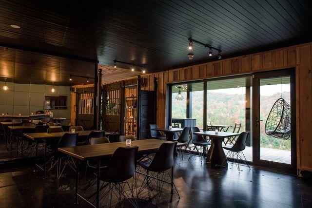 Convivialité et espace au Beatnik de Bromont