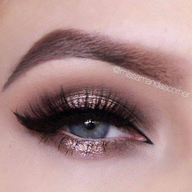 Gold halo smokey eye