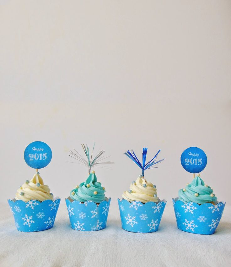 Cupcakes cu nucă de cocos şi cremă de ciocolată / Coconut Cupcakes with Chocolate Frosting  De mare impresie şi savoare sunt aceste cupcakes pentru o noapte mare cum este cea a Anului Nou. Dulci şi aromate, savuroase şi elegante, aspectul lor e întregit de cupcake toppers(steguleţe) şi cupcake wrappers(cupe decorative) care pot fi... Read More