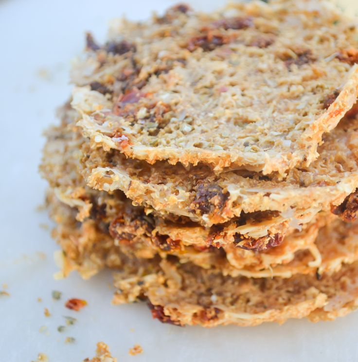 Raw Paleo Pizza Chips - Crunchy cauliflower pizza flavor chips. Who ever thought raw, healthy vegetables could taste so good? Click here for more healthy recipes. #GoingCavewoman