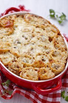 Κρέπες με γέμιση κοτόπουλο, πιπεριές και τυρί ψημένες με μπεσαμέλ