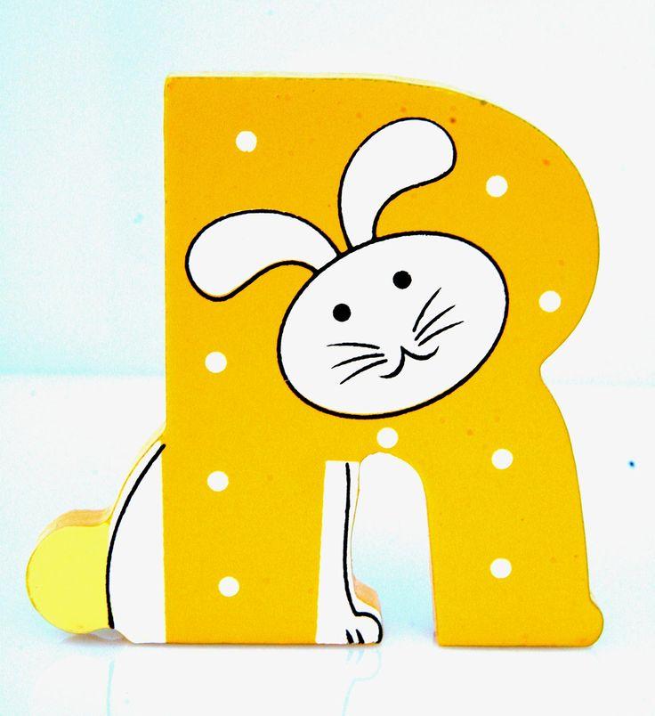 Simpatica lettera R in Legno con l'aspetto di un Coniglio, per decorare e rendere più bella la cameretta componendo nomi, frasi. Sono disponibili tutte le lettere dell'alfabeto  Può essere appoggiata su una mensola oppure si puo' fissare con colla o biadesivo o possono anche essere utilizzate per giocare.  Dimensioni cm 7 x 7 x 1  Materiale: Legno.   I colori possono cambiare in base alle disponibilita'