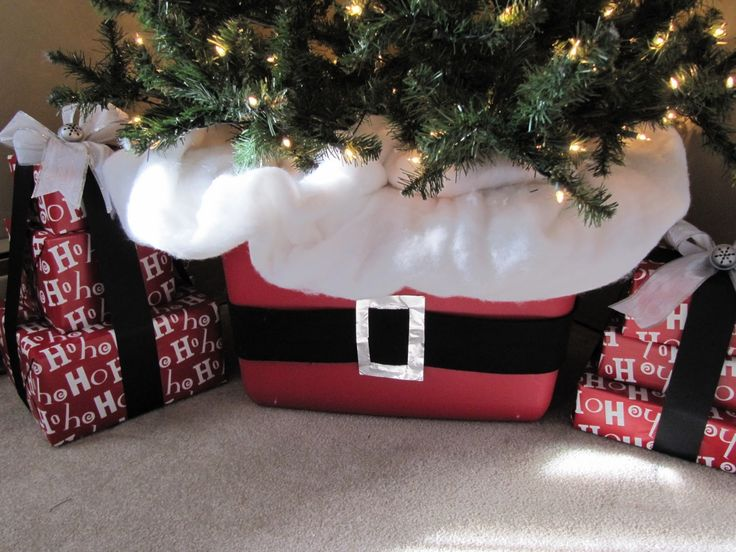 Christmas tree in storage box to hide ugly pole! Sew Many Ways...: How To Decorate A Christmas Tree...
