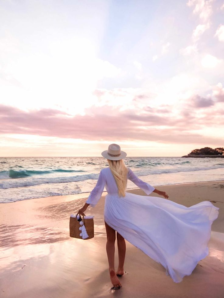 The perfect moment- Our handmade white fringe beach basket. Credit to @gypsylovinlight. To learn more http://jadetribe.com