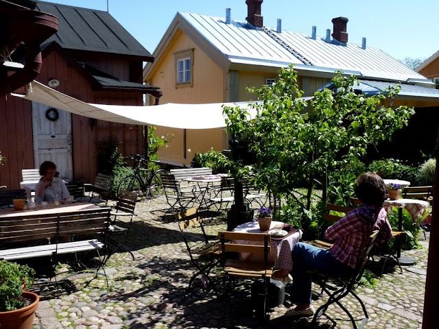 Tuhannen Tuskan Kahvila, Loviisa -under treat.
