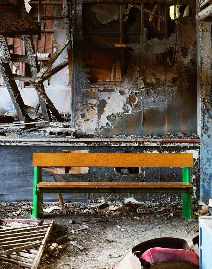 Objet d' art INDUSTRIAL+ART+ANTIQUE アンティークショプ/インテリアショップ#Jean_Prouve #prouve #bench #photo #vintage #アンティーク #ヴィンテージ #プルーヴェ #廃墟