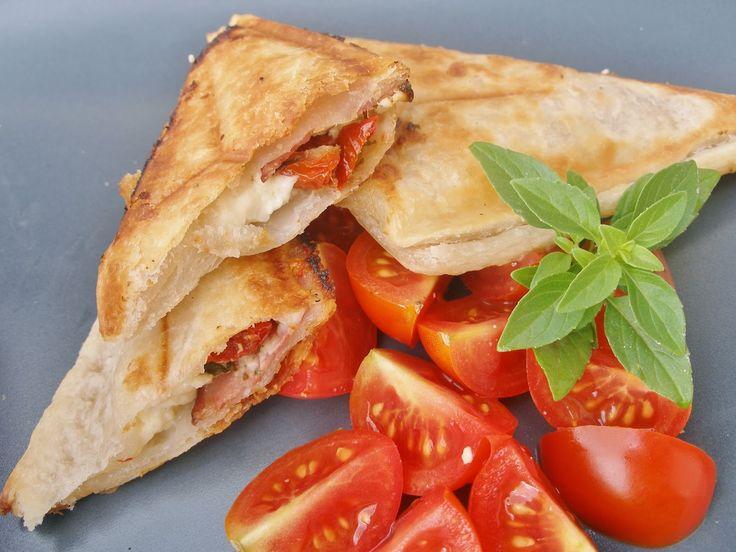 V kuchyni vždy otevřeno ...: Slané rychlošátečky ze sendvičovače