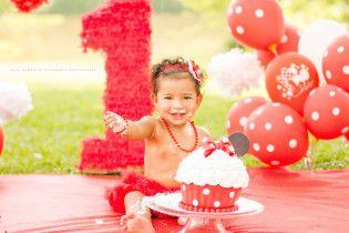 Curitiba, Kelli Homeniuk, Ensaio de bebê, 11 meses, 1 aninho, pré aniversário, bolo big Cupcake, Smash The Cake, Cake Smash, bolo, minie, externo, disney, vermelho e branco (41)9729-6585 ©Kelli Homeniuk - Fotografia Profissional
