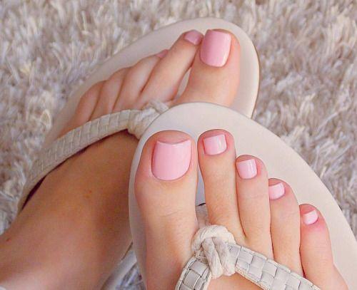 @dani_feet #footmodel #feetnation #prettyfeet #pedicure #lovefeet #nails #lovefeet #whitefeet #barefoot #pies #toes #prettytoes #feeteverywhere #pezinhos #perfectfeet #lovenails #prettynails #footlove #foot #feet #barefeet #pés #flipflops #instafeet...