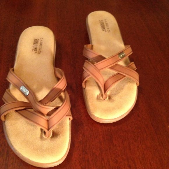 G.H. Bass & Co. Sharon Sandals Size 7, tan, in very good