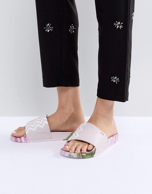 213a2ed4a69ff Ted Baker Aveline Pink Chevron Sliders