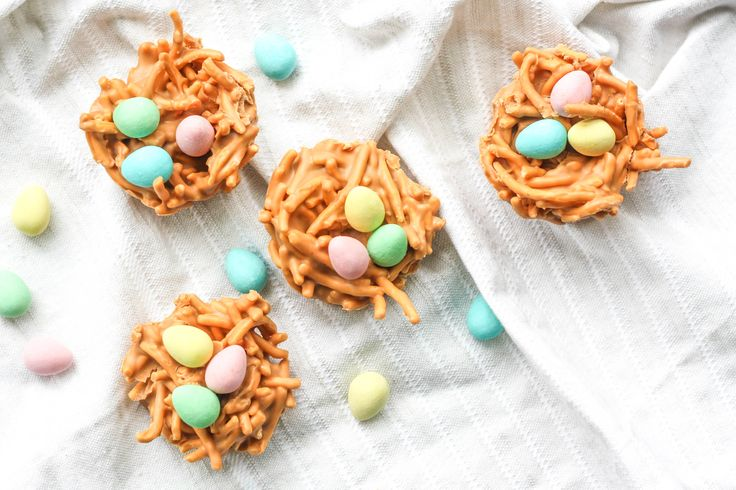 Spring is in the air and Easter is right around the corner. This calls for a batch of adorable no bake butterscotch and peanut butter bird's nest cookies.