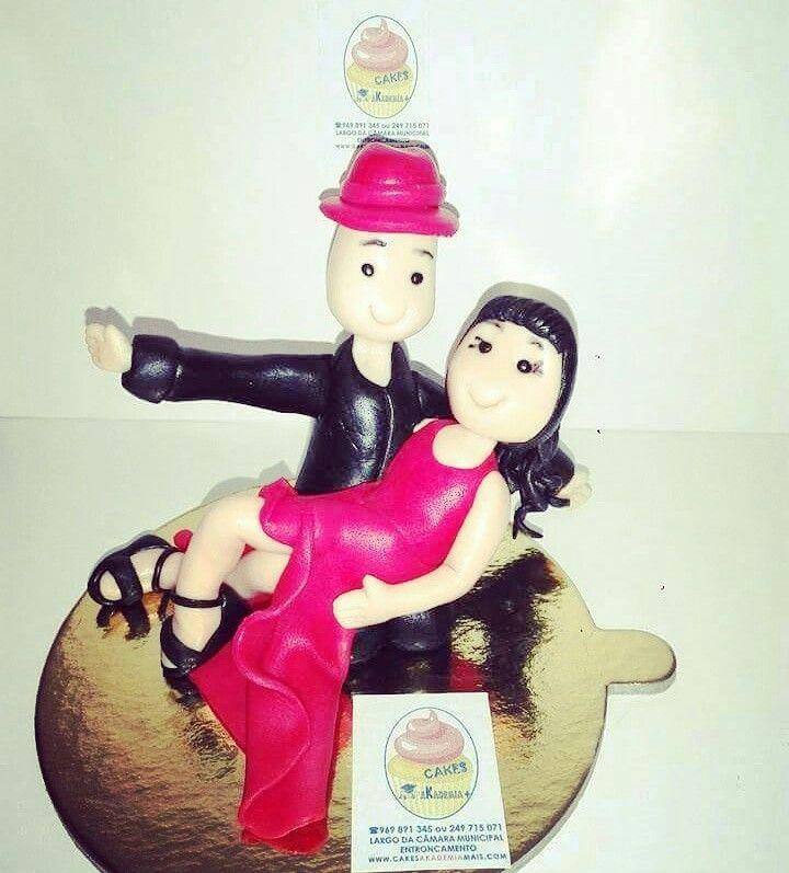 Bonecos em pasta de açúcar... Dançarinos. Fazemos personalizados ao seu gosto, encomende já o seu...