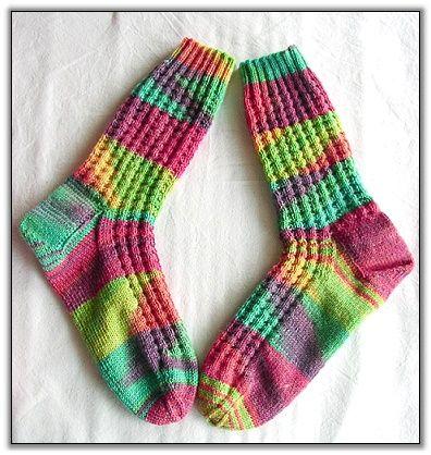 Unverhoffte knallbunte Socken in Zimtwaffelnmuster