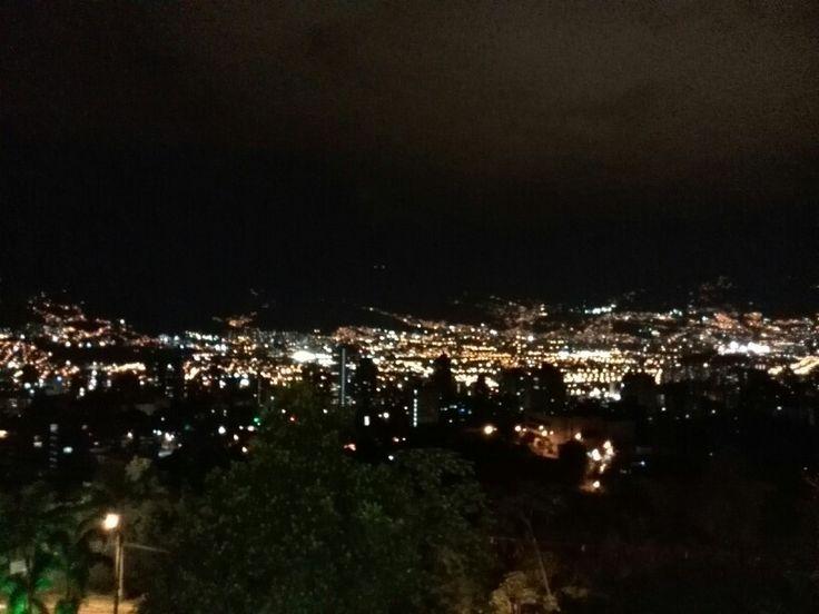 Noche paisa