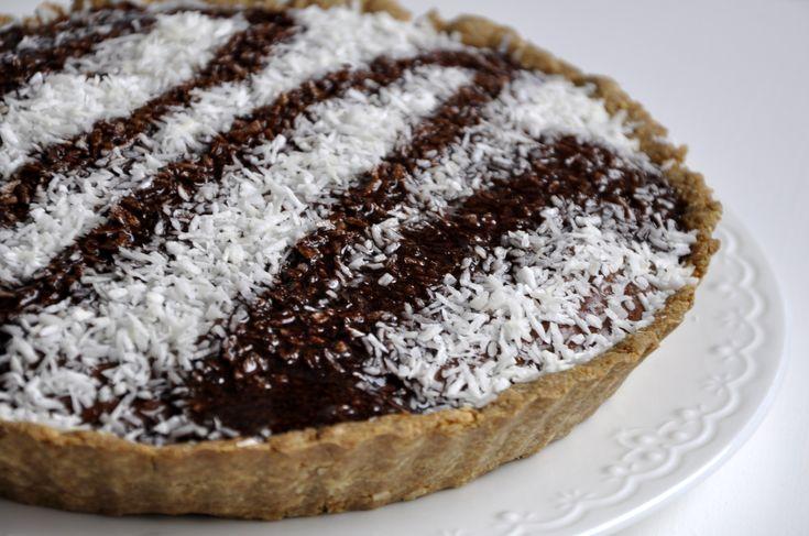 Fit tarta na kokosowym spodzie z czekoladowym budyniem jaglanym