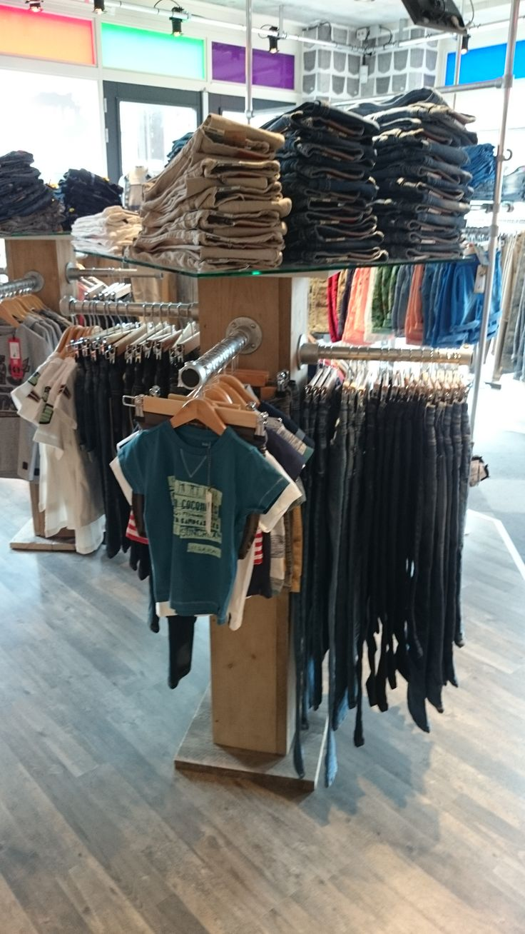 Kinderkledingwinkel @Kidswear (www.kidswear.nl) is helemaal ingericht met de #buizen en #buiskoppelingen van www.buiskoppelingshop.nl    Zie hier het eindresultaat, onze complimenten!  #kledingrek
