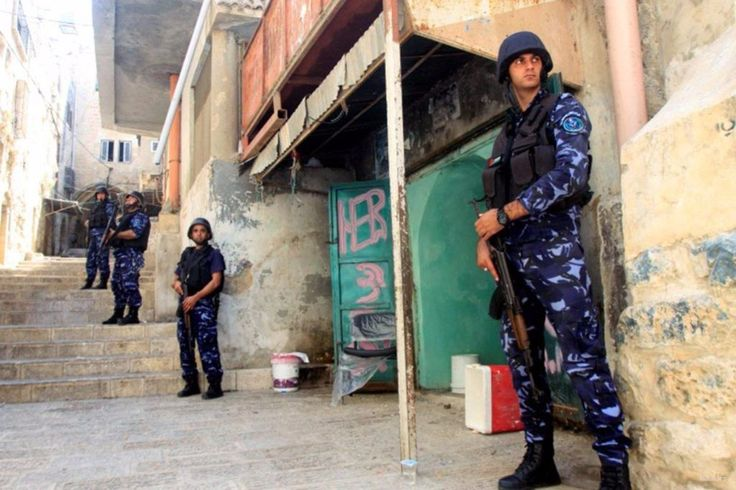 Tentara Gaza terluka oleh tembakan dari Mesir  MESIR (Arrahmah.com) - Seorang anggota aparat keamanan Kementerian Dalam Negeri Jalur Gaza terluka kemarin malam oleh artileri yang ditembakkan dari Mesir kementerian mengungkapkan sebagaimana dilansir MEMO pada Jum'at (23/9/2016).  Dalam sebuah pernyataan juru bicara kementerian Iyad Al-Bazm mengatakan tembakan tersebut mendarat di dekat sebuah situs di sepanjang perbatasan selatan kota Rafah.  Anggota keamanan yang terluka dibawa ke rumah…