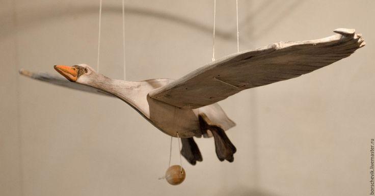 Купить или заказать Игрушка Лебедь летающий в интернет-магазине на Ярмарке Мастеров. Птица подвешивается в пространстве. Вы тянете за бусину и Лебедь плавно машет крыльями, как будто летит. Волшебство! Можно играть с ребенком, а можно украсить интерьер.…