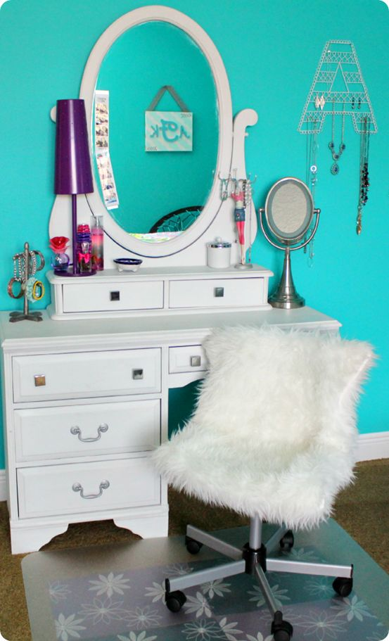 DIY Faux Fur Chair for girls desks. http://freshideastudio.com/diy-projects-gallery/tutorials/pbteen-inspired-hack-tutorial-in-8-easy-steps/