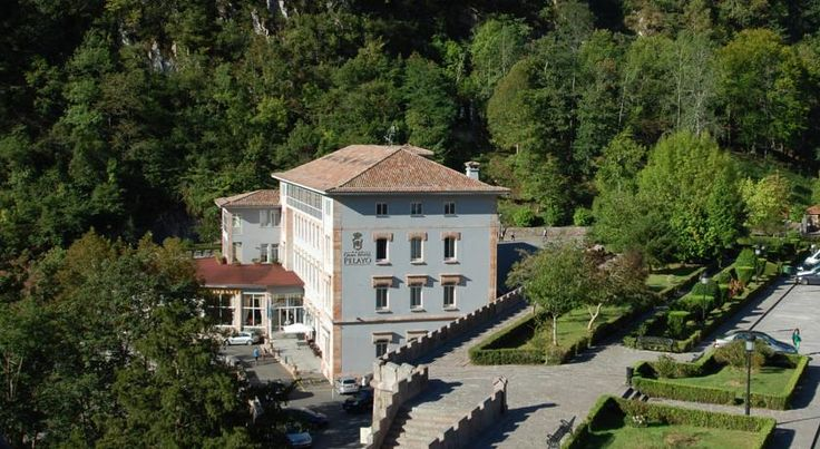 Arcea Gran Hotel Pelayo Covadonga Offering a picturesque setting within Picos de Europa National Park, Arcea Gran Hotel Pelayo is set in a beautiful building overlooking Covadonga Cathedral. This hotel offers classically decorated accommodation.