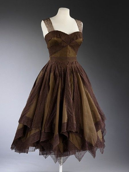 Evening dress        Place of origin:        Paris, France (made)      Date:        1954-1955 (made)      Artist/Maker:        Jean Dessès, born 1904 - died 1970 (designer)      Materials and Techniques:        Silk chiffon and lace