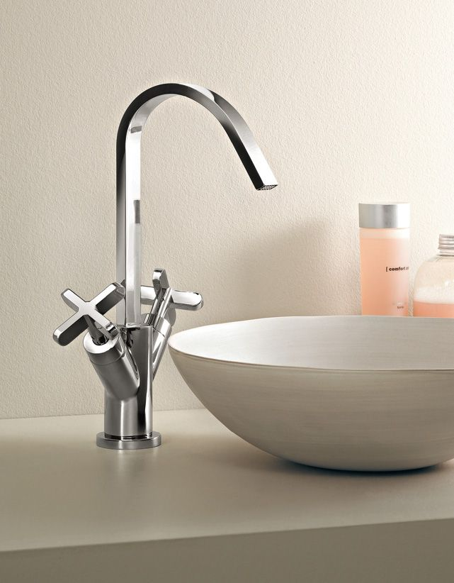 Riviera collection by Fantini - Design: Mercatali and Pedrizzetti - #fantini #fratellifantini #fantinirubinetti #bathroom #bagno #faucet #rubinetto #homeideas #design #designinspirations #bathdesign #luxury #home #casa