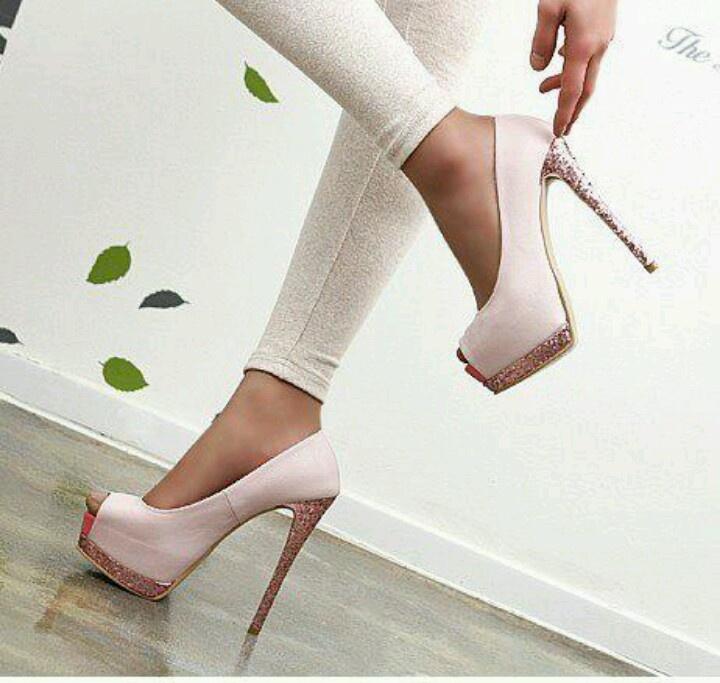6d5c03279efc 21 besten ShOe FeTiSh Bilder auf Pinterest   Schuh, Damenschuhe und ...