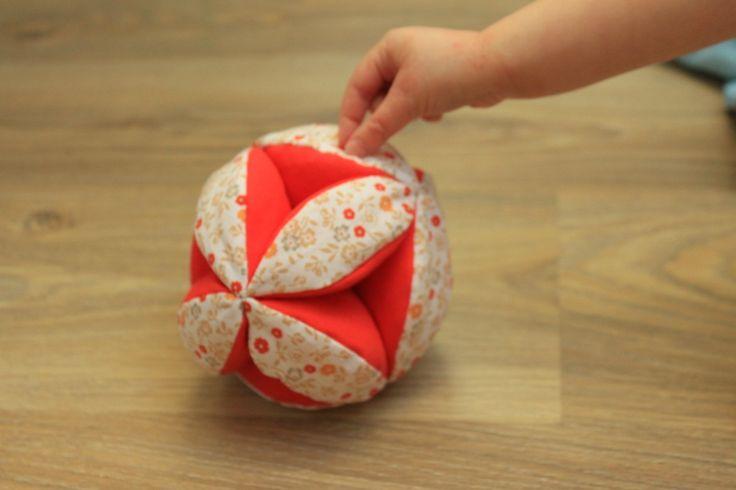 Balle de préhension Montessori. [TUTO] J'adore l'idée ;-)