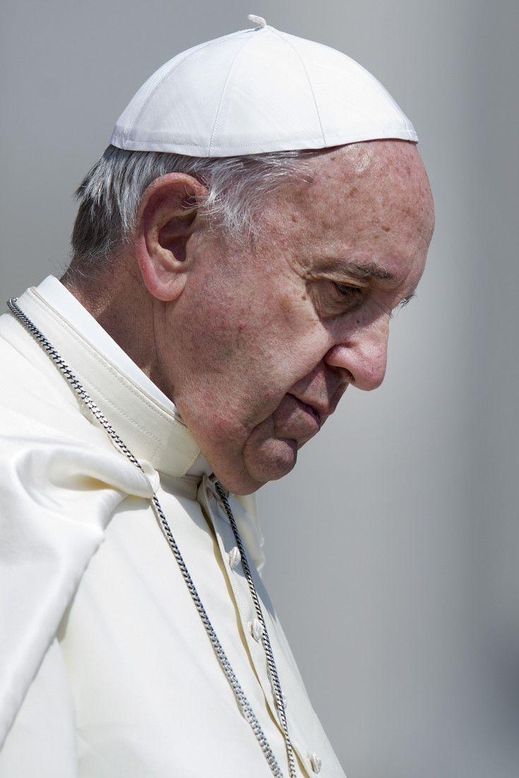 """Papa Francesco sul lutto nelle famiglie: """"La perdita di un figlio apre una voragine che inghiotte passato e futuro"""""""