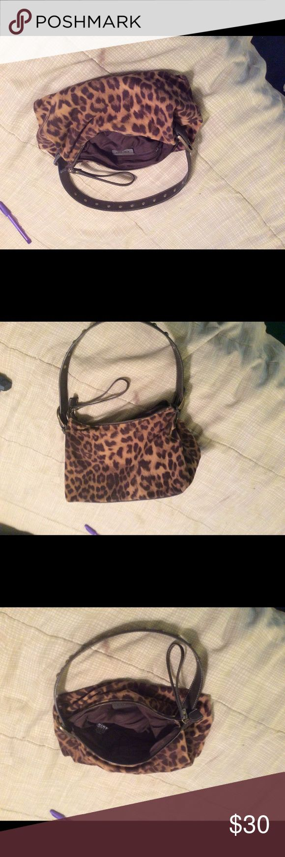Leapord print Nine West purse Leapord print Nine West purse, gently used, great condition. Nine West Bags Hobos