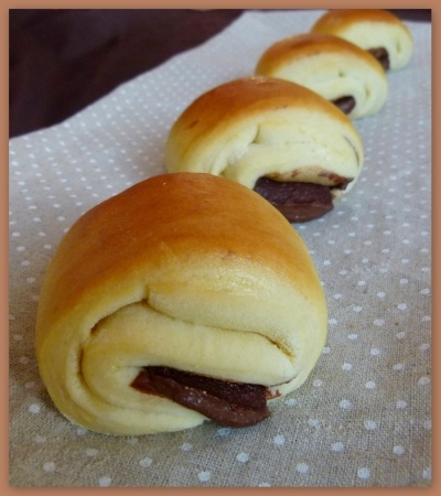 Recette briochettes au nutella façon chocolatines par Cooking : Vous connaissez les doowap et autres pitch ? Ce sont ces petites brioches fourrées pour le goûter de nos bambins !Et bien c'est ce que je vous propose aujourd'hui !Des briochettes gourmandes au...