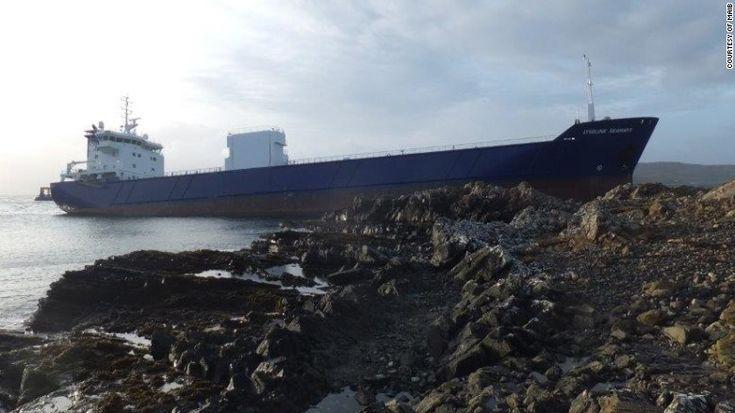Russo espetou barco de 7 mil toneladas contra a costa porque estava bêbado  E pior ainda, a toda a velocidade. De acordo com as investigações, o marinheiro bebeu meia garrafa de Rum antes de todo este inesquecível episódio.