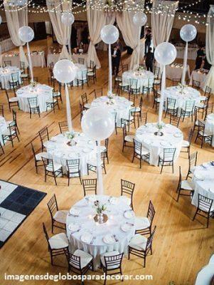 Cuatro decoraciones con arreglos para boda civil con globos