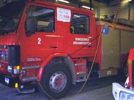 Gamle lastebiler - Kallesignal / Bilummer - Typebil Mannskapsbil Reg Nr JY 4261 Fabrikkmerke Scania Modell 92M 4x2 Påbygg - Betegnelse - Års modell 1992 Ombygget År - Historikk Kommer fra Hønefoss brannstasjon Vanntank 3000 Skumtank - Status