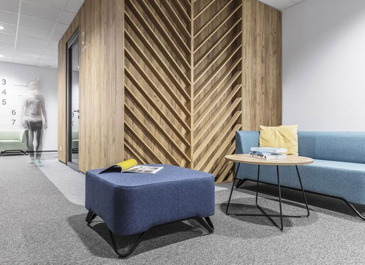 Przestrzenie biurowe często kojarzone są z mało przyjaznym, anonimowym charakterem. Architekci z Grupy Metaforma stanęli przed wyzwaniem zaprojektowania miejsca, które nie tylko będzie sprzyjać koncentracji podczas pracy, ale także pozwoli w pełni zregenerować się w czasie przerw.
