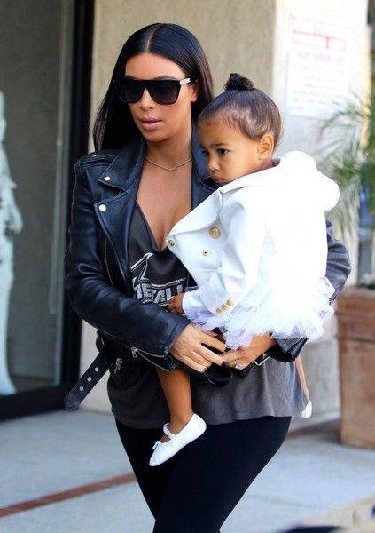 Kim Kardashian Photos Photos - Reality stars Kim Kardashian and her sister Kourtney take their daughters to dance class on May 28, 2015 in Tarzana, California. According to a story in Us Weekly, Kim and her husband Kanye West may look to surrogacy due to fertility issues after a year of trying to get pregnant again. - Kim and Kourtney Kardashian Take Their Daughters to Dance Class