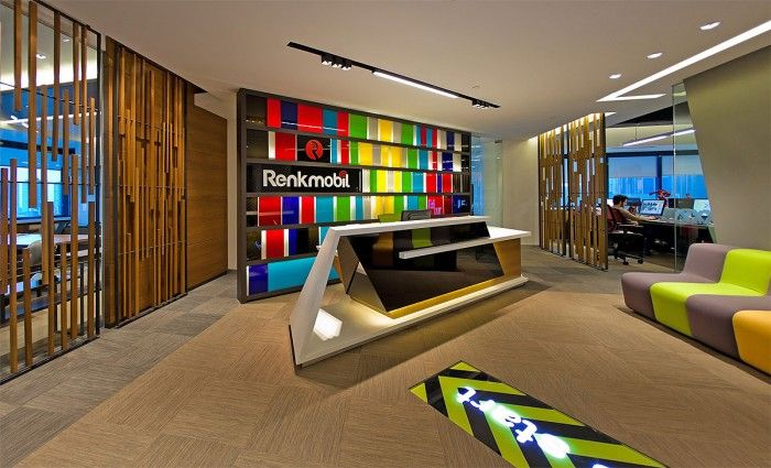 Turkish mobil app developer Renkmobil has moved into a new office with the help of design firm Yapi Studyo.
