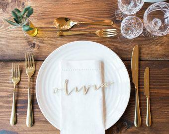 Gouden spiegel bruiloft plaatskaarten acryl door EngraveCelebration