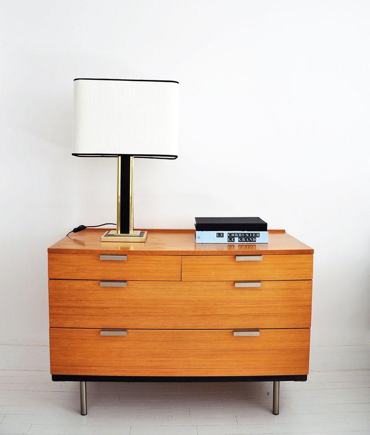 Lampe de table des années 70 de la marque Unilux. Abat-jour refait à neuf dans un tissu lin de l'éditeur Pierre Frey à partir de l'ossature d'origine.