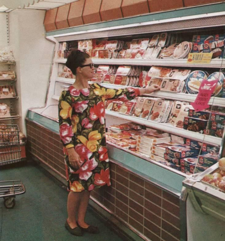 Pleasant Family Shopping: A Very Fashionable Kroger, 1966