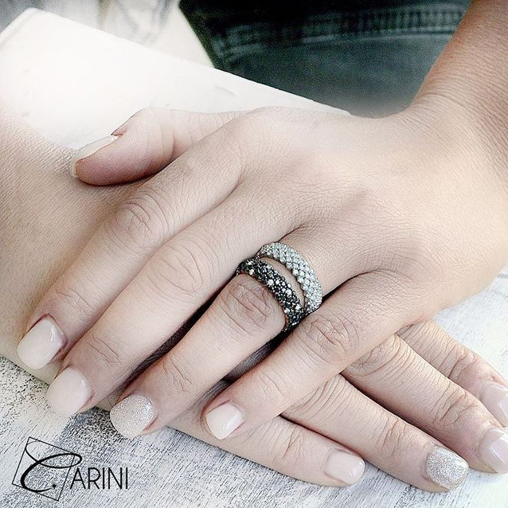 Graziose fedine Pavé moderne e semplici, ma assolutamente intramontabili. Cinque file di diamanti tondi con taglio brillante montati a pavé in oro bianco e rosa su montatura semi rigida. Il gioiello perfetto per la proposta di matrimonio! Pavé in oro bianco, diamanti bianchi: ct 1.60 Pavé in oro rosa, diamanti: ct 1.61 (black), ct 0.22 (bianchi)  #carinigioielli #wedding #bride #groom #rings #engage #engagement #bridesmaids #brides #amazing #matrimonio #fedinuziali