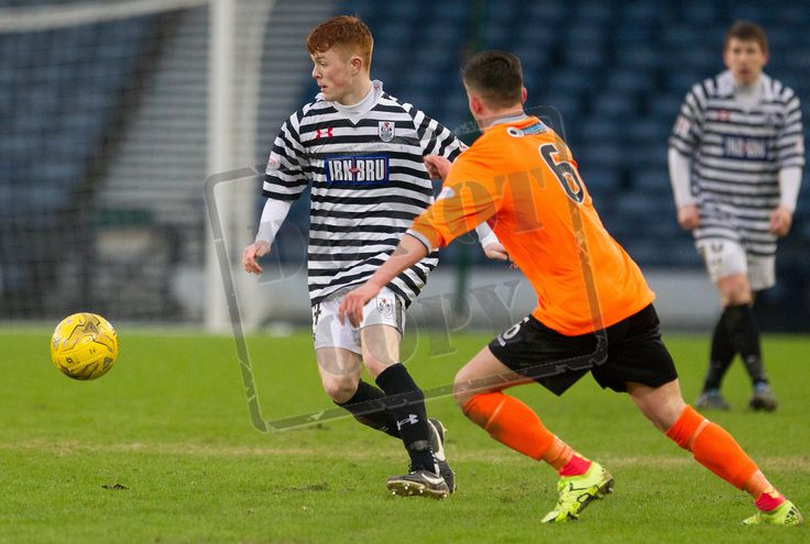 Queen's Park's Liam Brown on the ball during the SPFL League Two game between Queen's Park and Elgin City. P