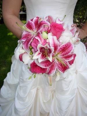 Google Image Result for http://photos.weddingbycolor-nocookie.com/p000023944-m147535-p-photo-380416/Pink-Wedding-Flowers.jpg