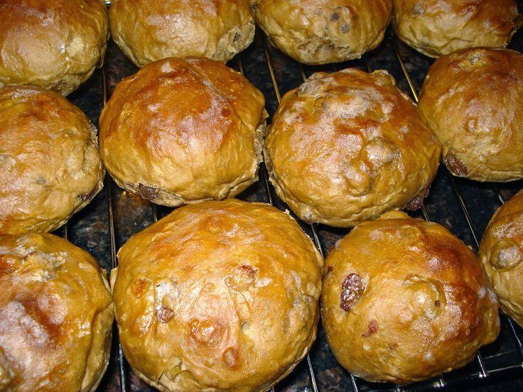 Anita's potjes en pannen: Zachte rozijnenbollen / krentenbollen van spelt