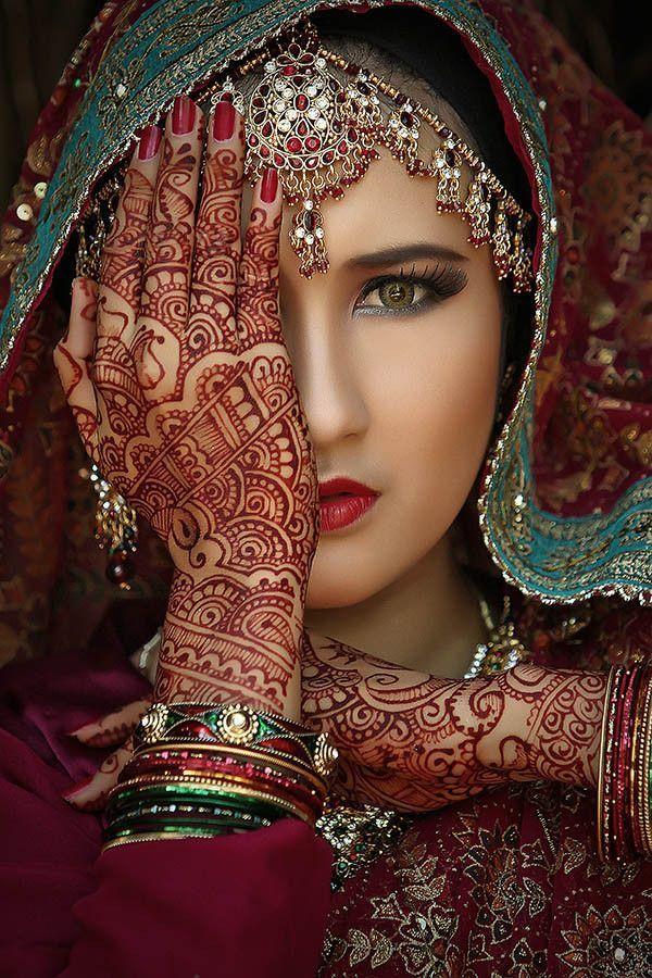 Gorgeous portrait. Women of the world, beauty, eyes, hand, henna tattoo culture, portrait, photo: