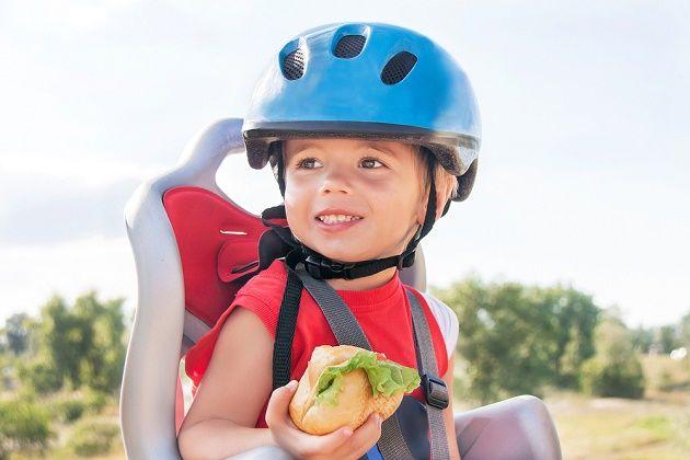 Cadeirinha na bicicleta: pode levar criança na garupa? Qual é o jeito certo? - Bolsa de Mulher