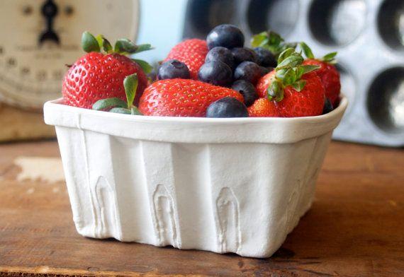 Heritage Edition White Porcelain Berry Basket- Large on Etsy, 18,59€
